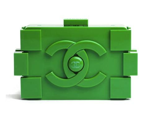 Von Karl Lagerfeld für Chanel entworfene Tasche im LEGO-Look (gefunden bei designtaxi.com).