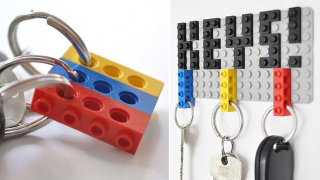 Schlüsselanhänger und -brett aus LEGO (gefunden bei gizmodo).
