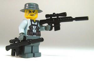 Soldat mit Brickarms Waffen