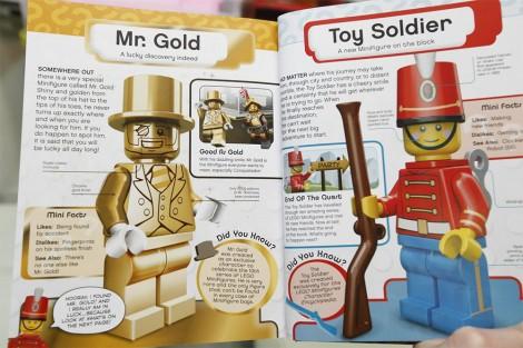 Seiten aus dem Buch mit Mr. Gold und Toy Soldier. (von Smashing Bricks)